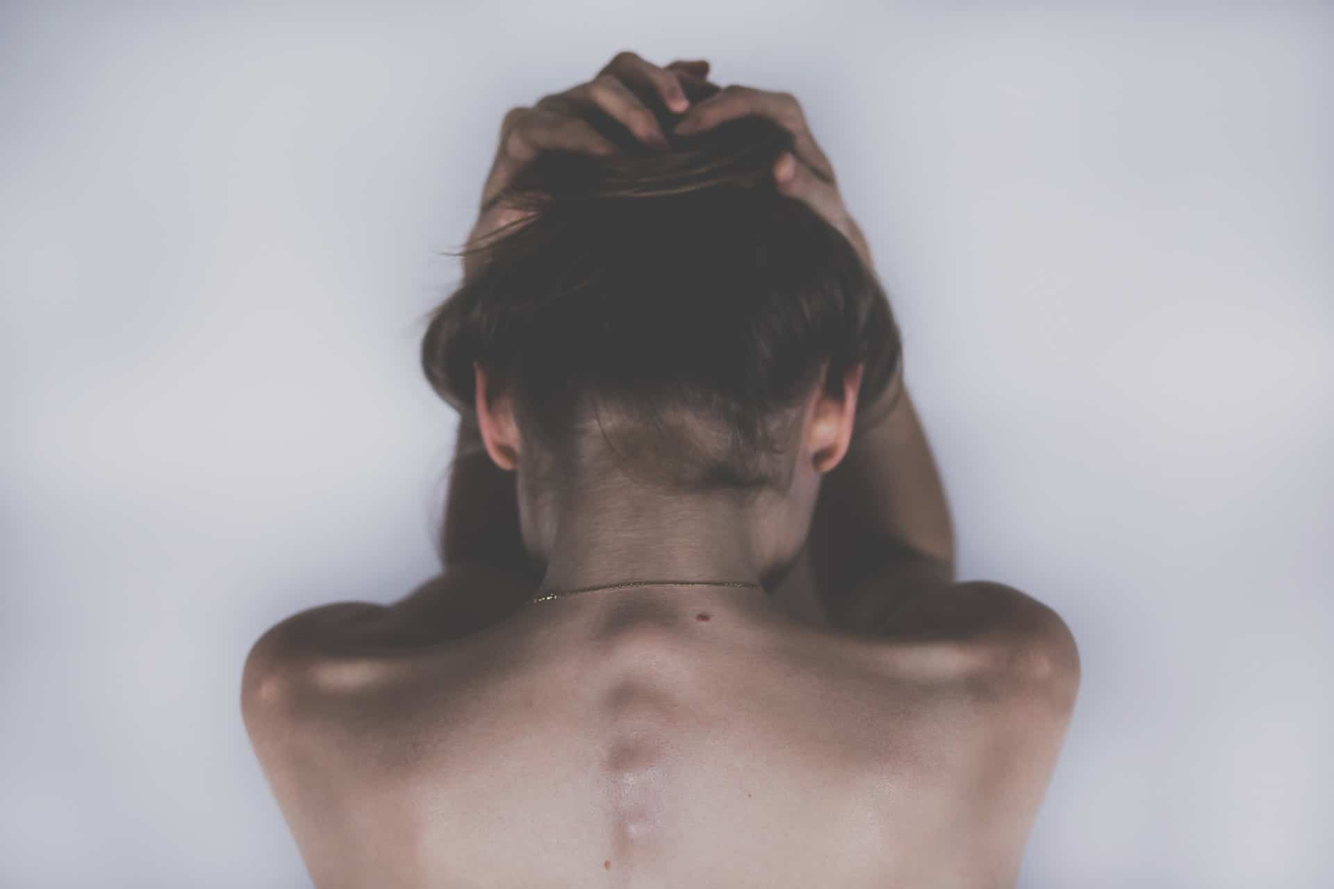 Ból pleców i kręgosłupa. Przykładowe ćwiczenia.