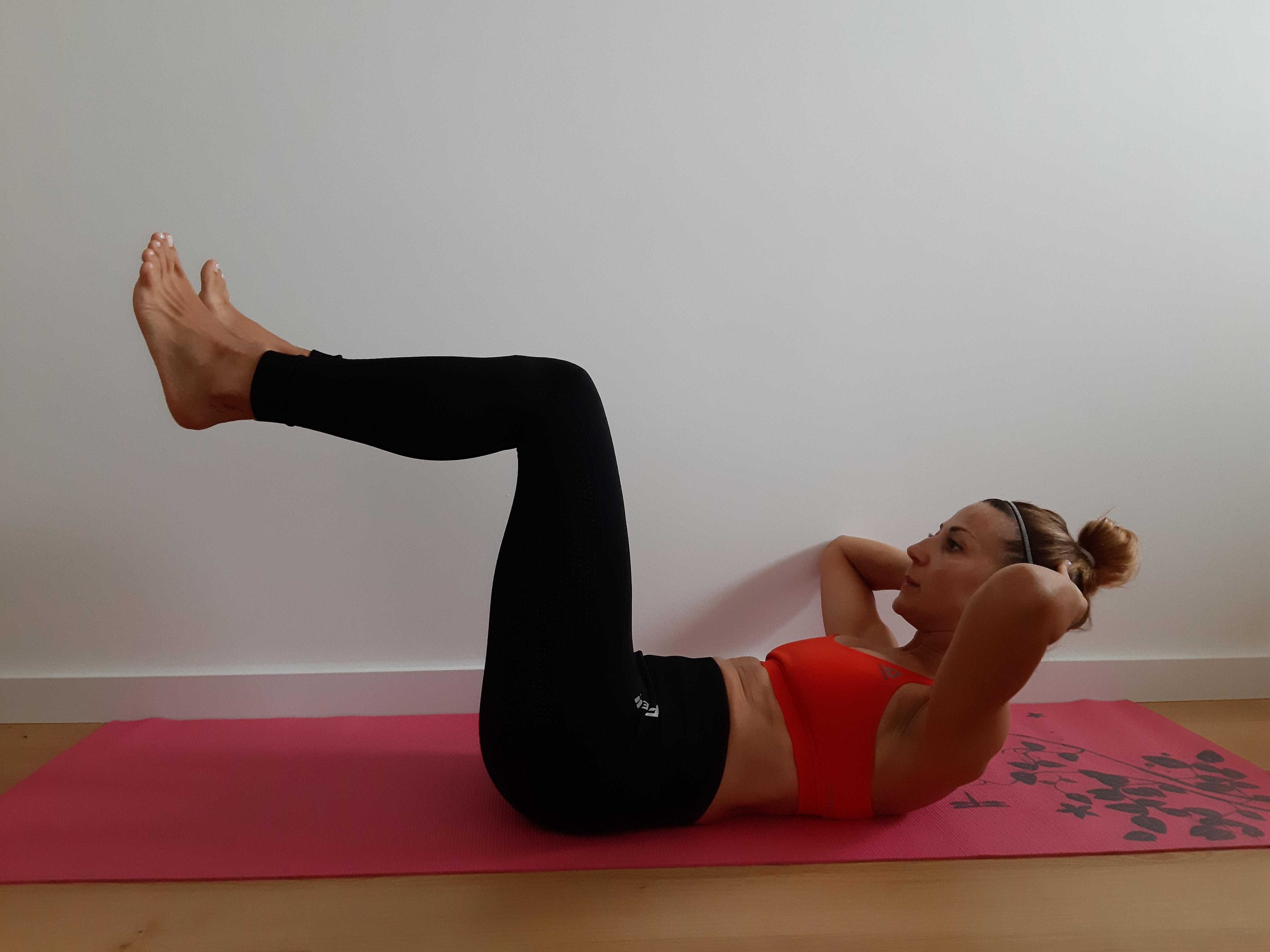 ćwiczenie na mięśnie brzucha crunch