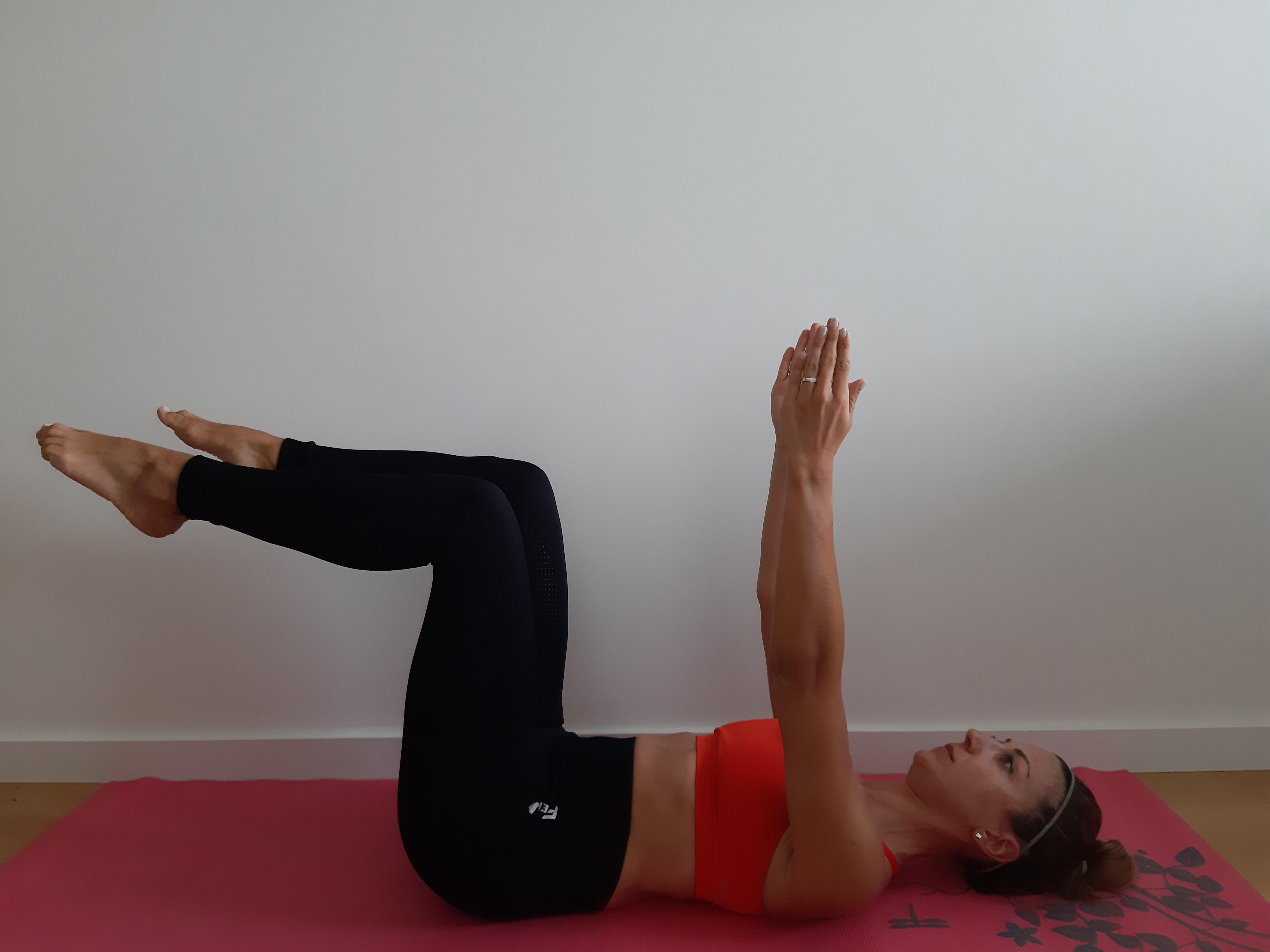 ćwiczenie na mięśnie brzucha deadbug