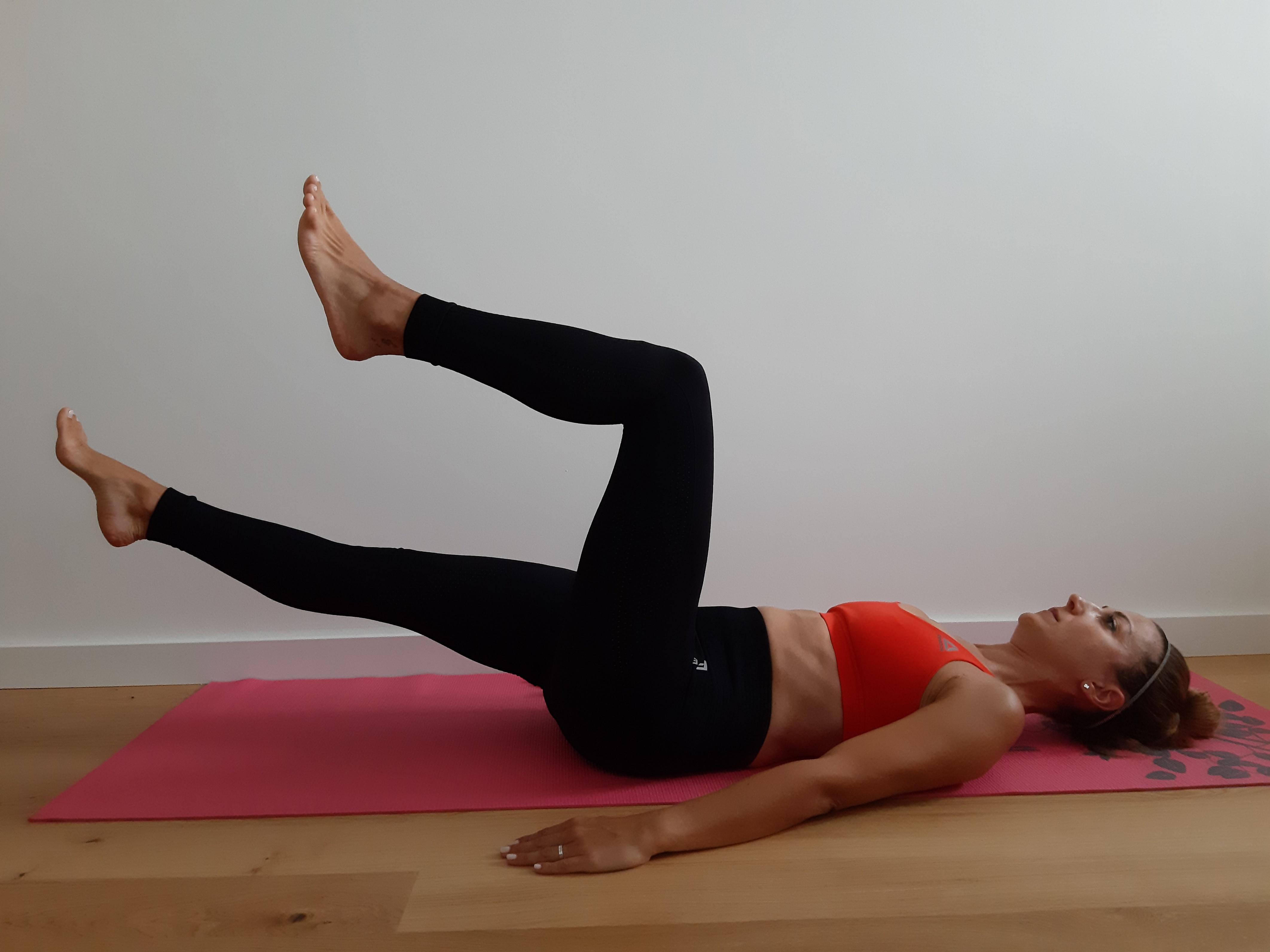 ćwiczenia mięśni brzucha prostowanie nóg