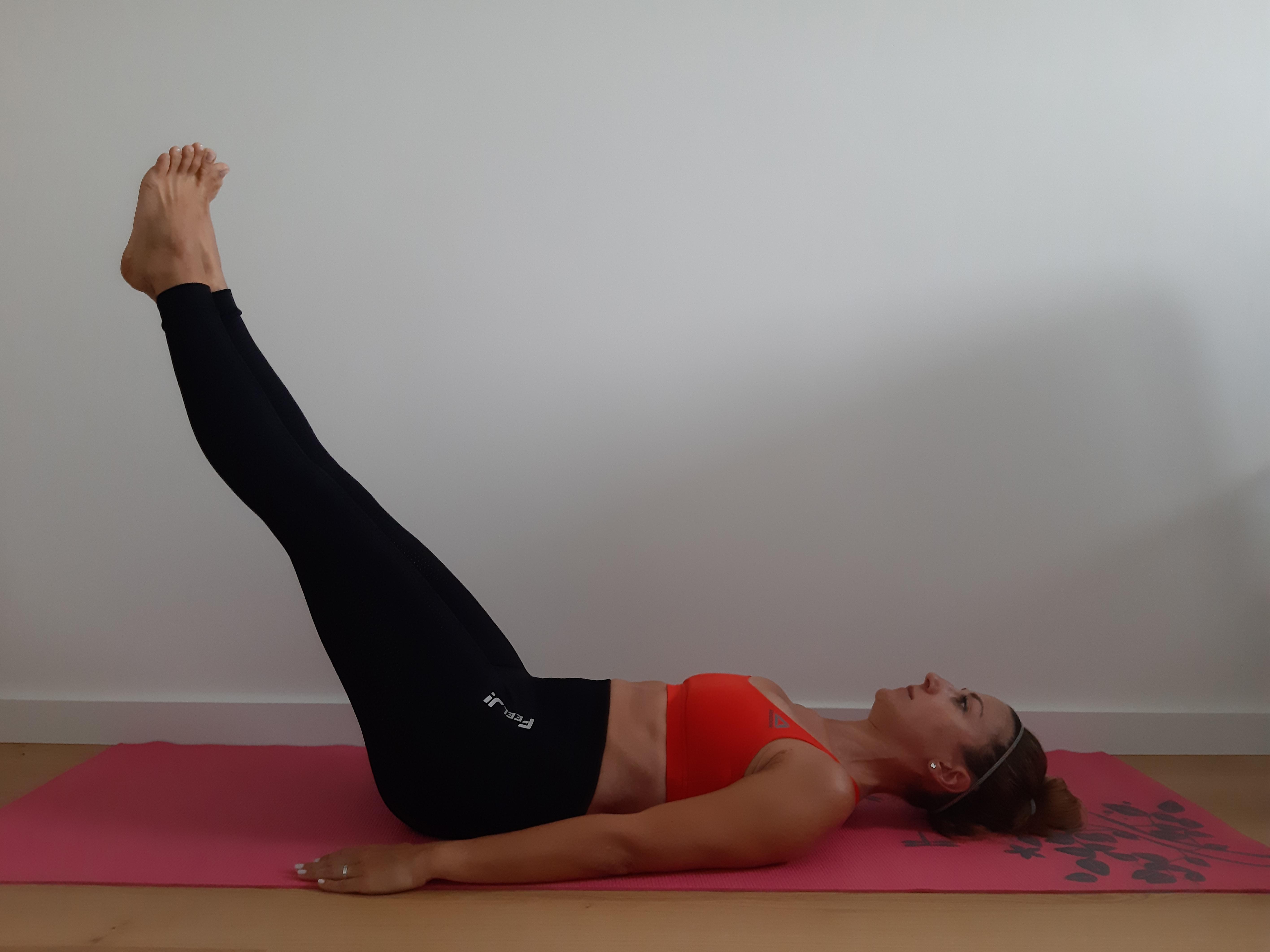 trening mięśni brzucha wznosy nóg