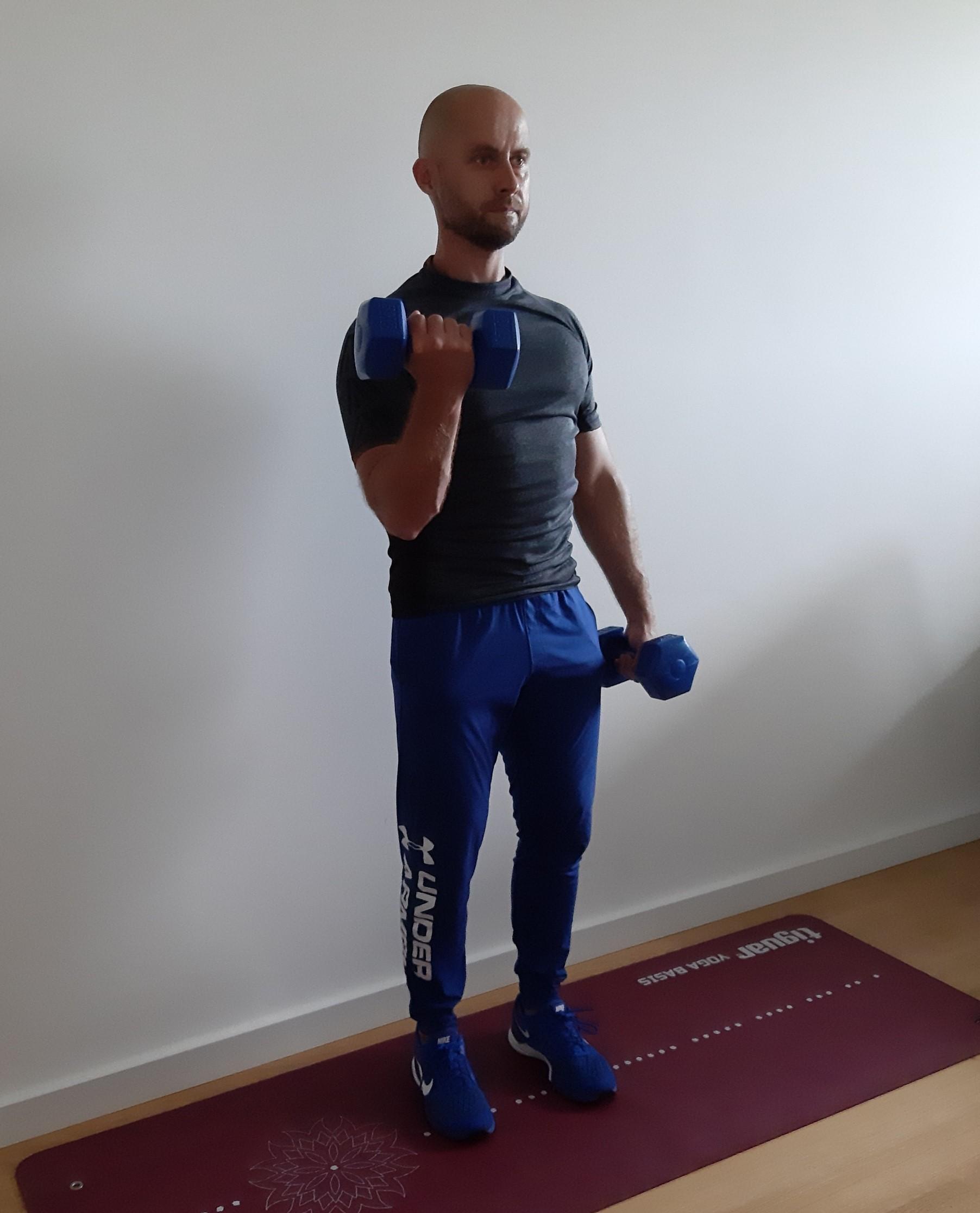 trening w domu biceps